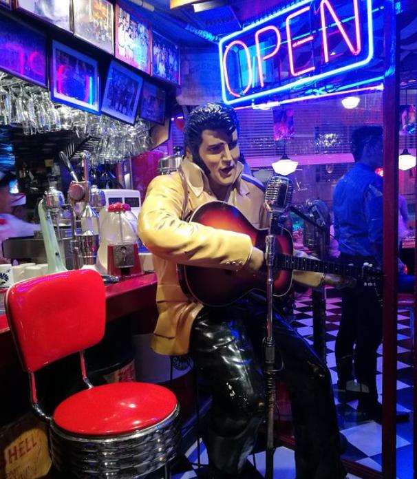 Elvis Presley in Filling Station